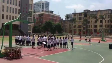 《籃球-原地雙手胸前傳接球》優質課(人教版五年級體育,陳敏)