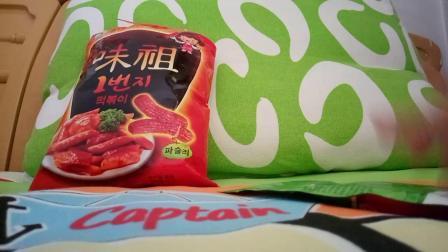 中韩炒年糕条和脆皮软心绿箭薄荷糖
