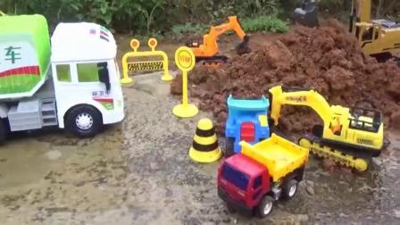 亲子早教 小卡车和挖掘机玩具拖水泥