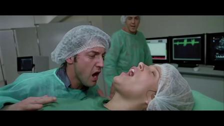 丈夫在产房陪妻子生孩子,医生问了他一个问题,他直接晕了!的士速递3:丈夫在产房陪妻子生孩子,没想到丈夫晕脐带!