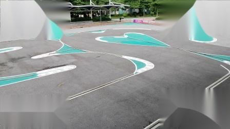 儿童公园跑天蝎姑娘