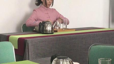 玻璃杯绿茶冲泡