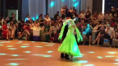 周进韩丽2018年7月7号江苏常州千人舞会单独表演华尔兹