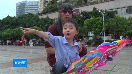 广元电视台:6岁男童随盲人父亲卖艺:我想上学