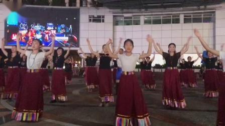 上海喜玛拉雅锅庄舞团在南京路世纪广场展演精彩片段(—)