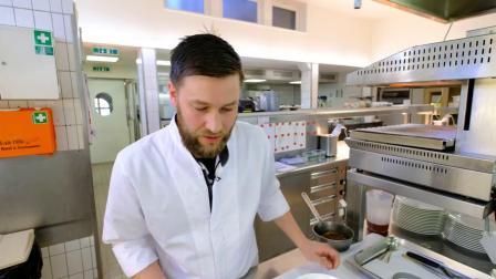 Jonas Vogel prepares Homemy