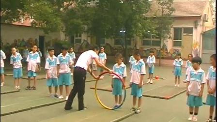 《前滾翻與游戲》二年級體育,張峻楠