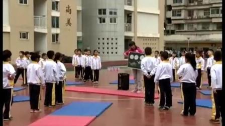 《模仿各种动物爬行》二年级体育,吴莹婕