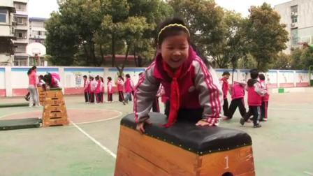 《爬越跳箱》一年級體育,熊芳