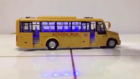 亲子:汽车总动员系列 各种公交车校车 玩具大巴车太多太好看