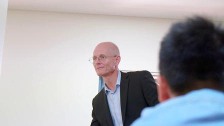 邦德大学社会和设计学院教授Jeff Brand