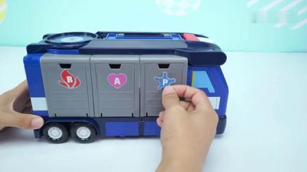 亲子:小猪佩奇第五季 小猪佩奇玩具变形警车珀利的多功能变形车库