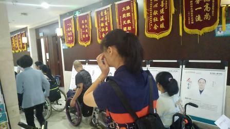 湖南省希望之家伤友生活重建带头人培训班来郴州市骨科医院体检,医生耐心的指导