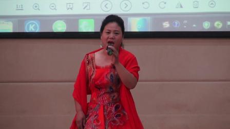 女生独唱《玛依拉变奏曲》表演者朱红霞