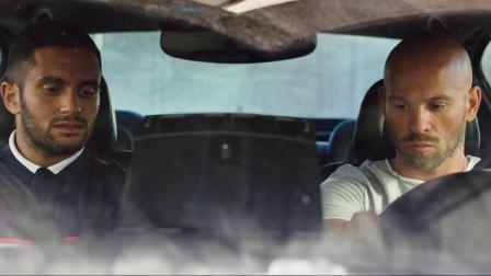 马霍接到出租车就要去执行任务 只用一秒小车变超跑