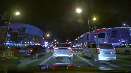 礼让救护车,集体闯红灯,这种情况不会扣分吧
