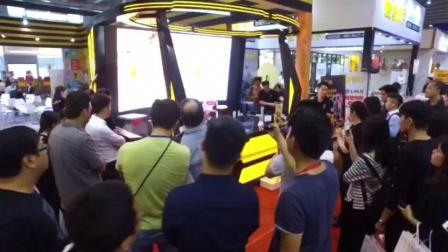 机器人做奶茶,集AI,VR于一体的新型服务