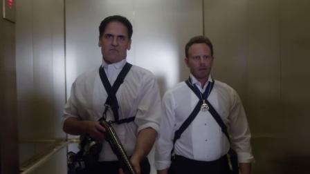 鲨卷风3 谢泼德与总统并肩战斗 各种枪械花式虐鲨