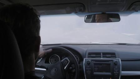 鲨卷风3 回家途中谢泼德险被狂风席卷 野兽号新式武器威力霸道
