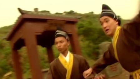 阿珂來找韋小寶報仇,打斗中意外被小寶親了一口,羞憤欲自殺