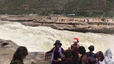 站在陕西境内拍摄对岸为山西省临汾市吉县