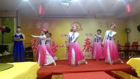 舞蹈:《三生石上的一滴泪》。表演团队:西安市莲湖区《炫舞飞扬舞蹈队》。表演者:杨雪妮、骆媛、黄小花、支小红、刘爱英、刘桂英。
