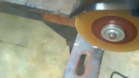 牛人把废旧铁板做成这工具,许多工人用了都说