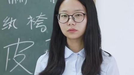 担忧同学近视影响上课学习,老师只好亲自测试