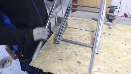 牛人把方管制作成这个工具,许多工人用了都说