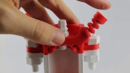 牛人用3D打印技术制作的单缸发动机,手动转动后