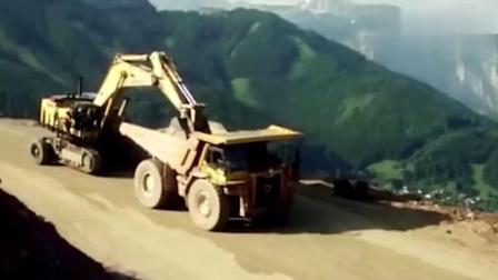 牛人不用拖车怎移走560吨的挖掘机,快来涨姿势