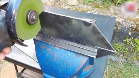 牛人把一块磁铁焊在钢板上, 做成了焊接夹具, 非