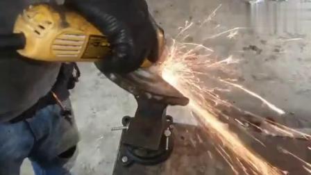 废旧的齿轮和轴承牛人将改造成实用的夹具,真