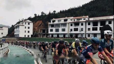 环鄱阳湖国际自行车大赛上犹赛区现场实况