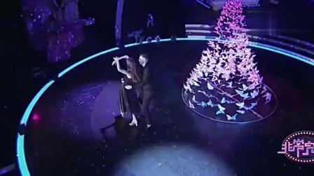 《非常完美》米沙跟着妻子在台上跳舞,明显能看