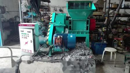 如何用单轴撕碎机经济地破碎又硬又滑的塑料机头料 (同利三维)