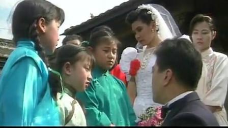 三朵花:男子抛妻弃女,婚礼上被前妻左右开弓赏了两耳光,够解气