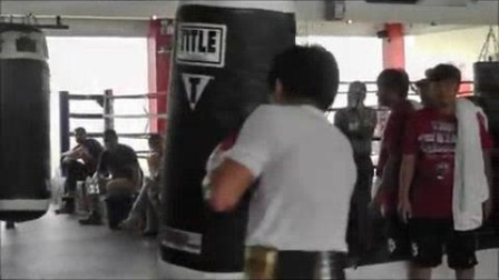 """我在帕奎奥重拳训练尽显""""亚洲驱逐舰""""风采(最新动态)截了一段小视频"""