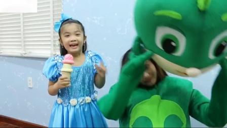 哈娜假装玩卖薄饼和水果冰淇淋玩具冰淇淋车