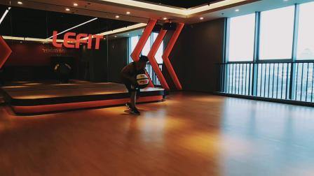 功能性训练:动态伸展、核心激活、增强式、力量、心肺耐力训练