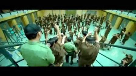 我在《友誼之光》粵語歌 改編自臺灣的《綠島小夜曲》電影監獄風雲片段 監獄嘉年華 肥媽瑪麗婭主唱 周藍萍作曲截了一段小视频