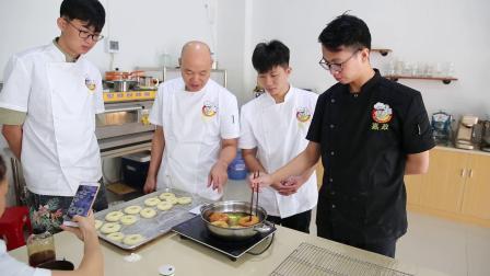 油炸甜甜圈_嘉政港式甜品培训中心