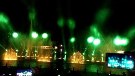 马口阿涛拍摄:国庆节:天屿湖音乐喷泉请大家欣赏?喜欢请点击右上角订阅,马口阿涛?