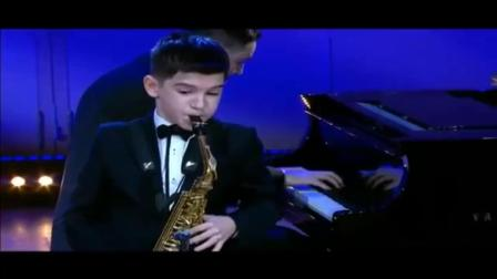 Insane russian Kid playing Sax