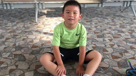 【7岁】6-27哈哈跟爸爸在浦东机场候机玩游戏IMG_0489
