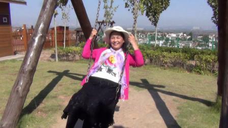 美女王桂芝万安山游览倩影