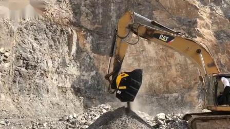 磨宝破碎铲斗BF120.4在中国采石场作业