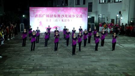 9《桃花谣》巾帼志愿者健身队