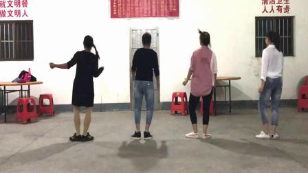 蔡堡村广场舞《老妹你真美》曳步舞  简单32步  活力无限
