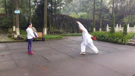 20181008_072640魏友福老师在绵竹公园教学 武当丹剑